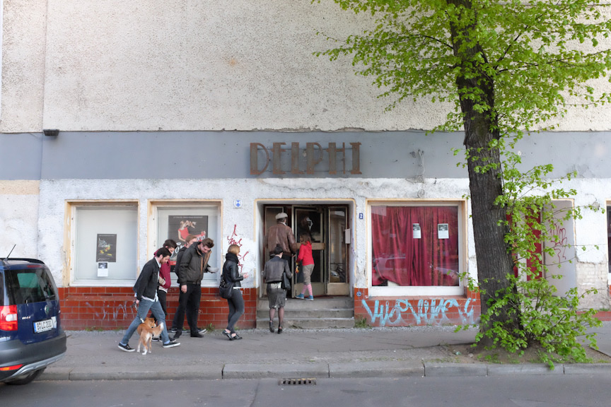 Slideluck Berlin V, May 2015, Stummfilmkino Delphi Berlin Weissensee © Casey Kelbaugh