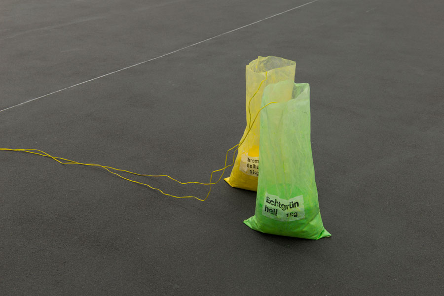 Rolf Julius: »Grün Gelb«, 1987 / 2015, 2 Plastic Bags, 2 Loudspeakers, Wires, Pigment, CD Player | Unique Copy, Dimensions Variabel, Installation View Kehrer Galerie, Berlin: »Rolf Julius: Unendlich«, 08.11.2015 – 23.01.2016