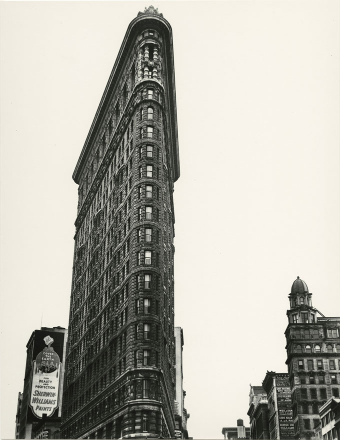 Berenice Abbott, Flatiron Building, 1938 © Berenice Abbott / Commerce Graphics, Courtesy Howard Greenberg Gallery, NY