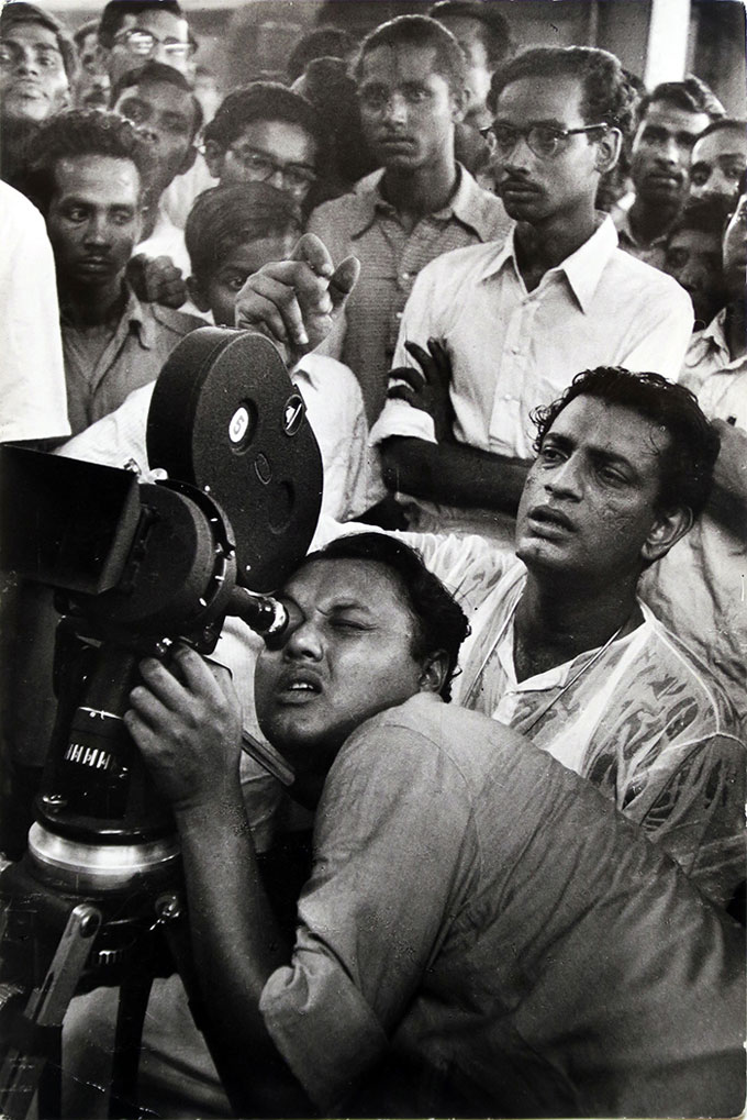 Satyajit Ray At The Film Shoot Of His Second Film Aparajito, Calcutta, 1956 © Marc Riboud