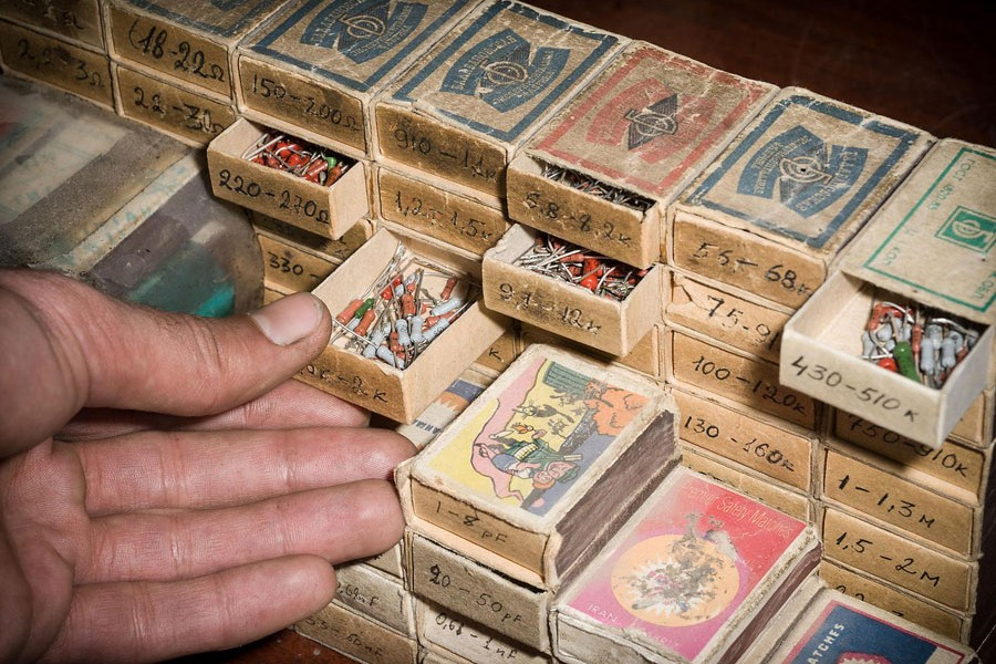 © Erol Gurian, Aragats Cosmic Ray Research Station, Armenia. Spare Parts Storage In Old Matchboxes: When Electronic Components Break, The Researchers Themselves Have To Deal With Old Soviet Material. There Are Still Resistors In All Thicknesses And Colors.