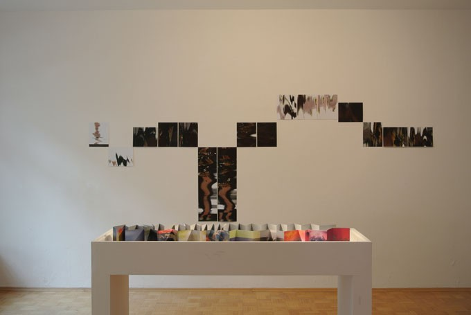Galerie Andreas Schmidt | Installation View »Perfect/Imperfect«, Jo Longhurst / Penelope Umbrico / Mariken Wessels