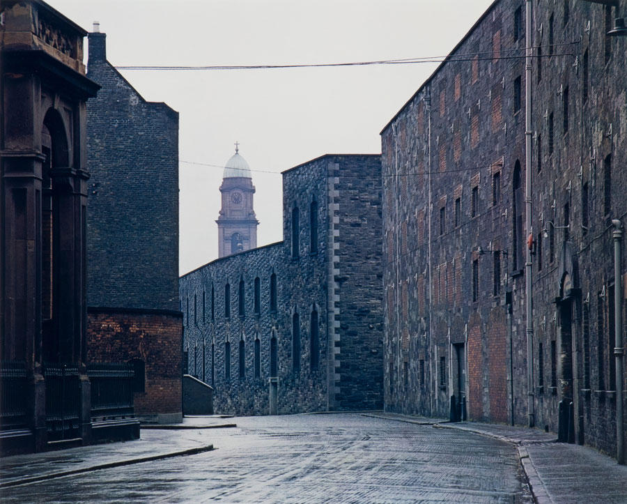 Distillery, Dublin, 1966, Dye Transfer, 33,5 X 41,5 Cm © Evelyn Hofer, Estate Evelyn Hofer