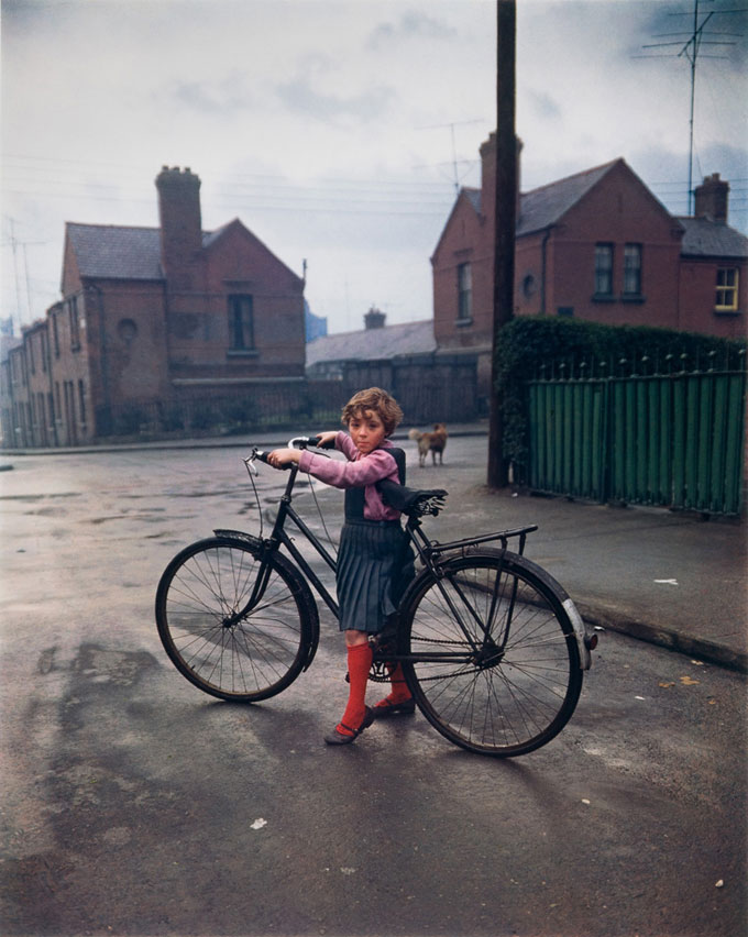 Girl With Bicycle, Dublin, 1966, Dye Transfer, 41,6 X 33,5 Cm (50,5 X 40,5 Cm) © Evelyn Hofer, Estate Evelyn Hofer