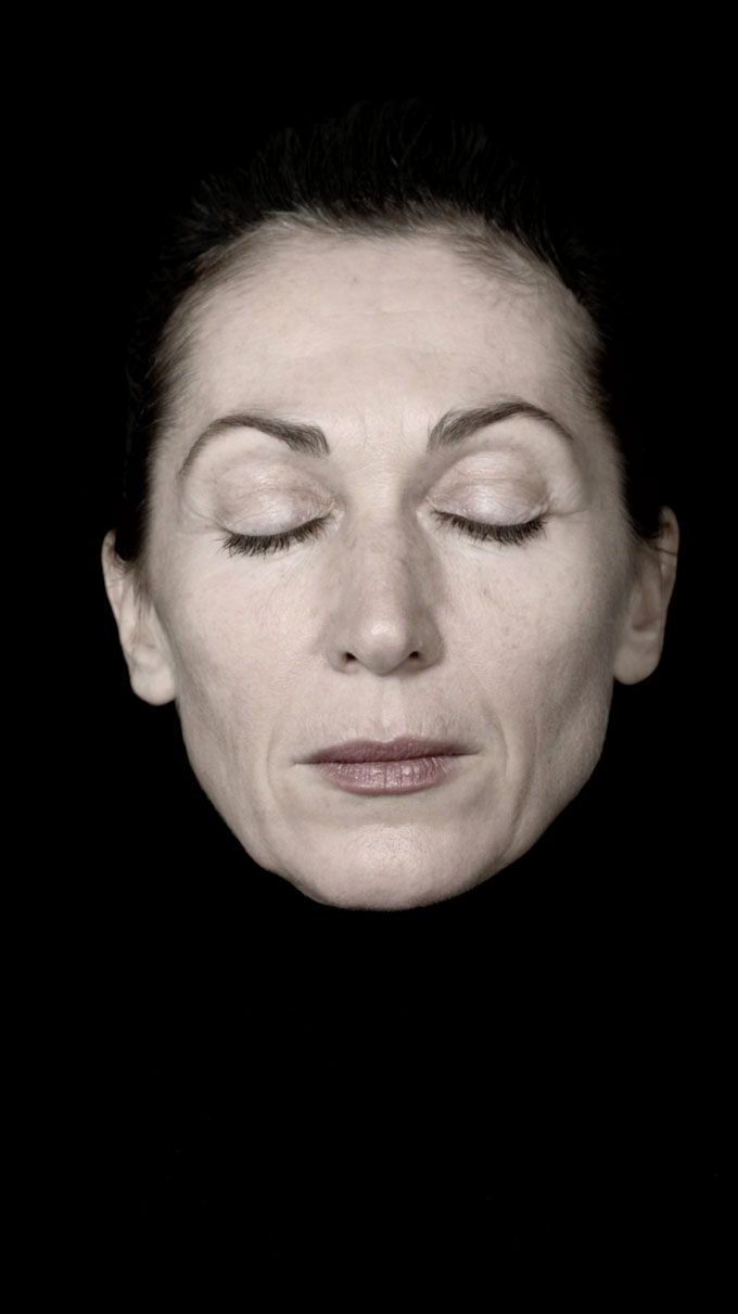 FACIAL EMOTIONS ONE TO FIVE AND A TO E. Two-channel Video Installation, Loop, Full-HD, Life-size On Two Free-hanging 32 Inch Monitors, Sound, 2017 © Yvon Chabrowski & VG Bildkunst 2017