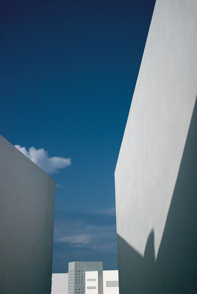 Urban Landscape, Ibiza, 1992 © Franco Fontana, Courtesy SR Contemporary Art Berlin