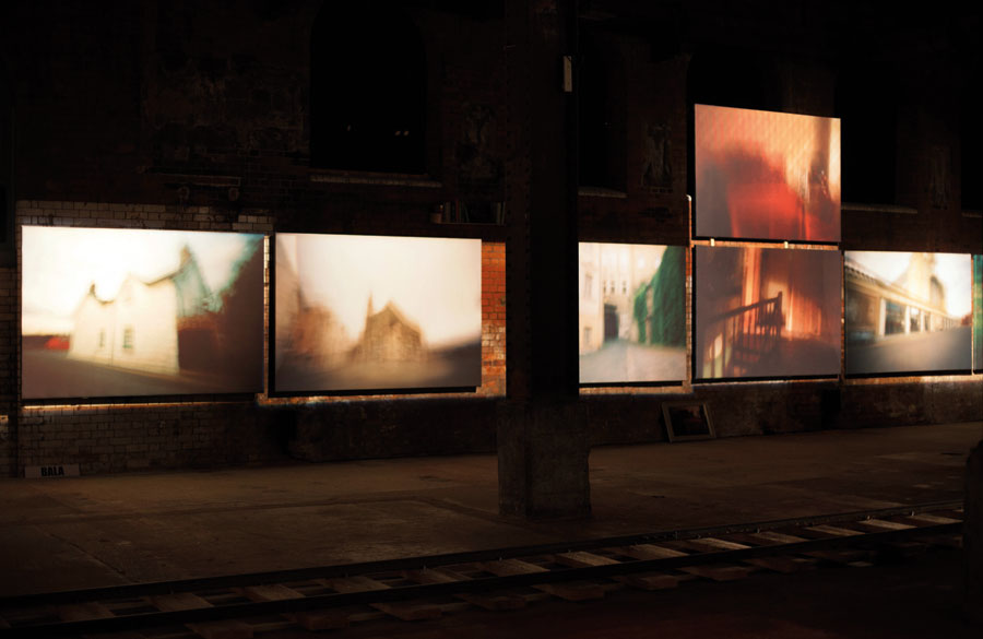 Ausstellungsansicht, The Wapping Project, London, 2013 © Karen Stuke
