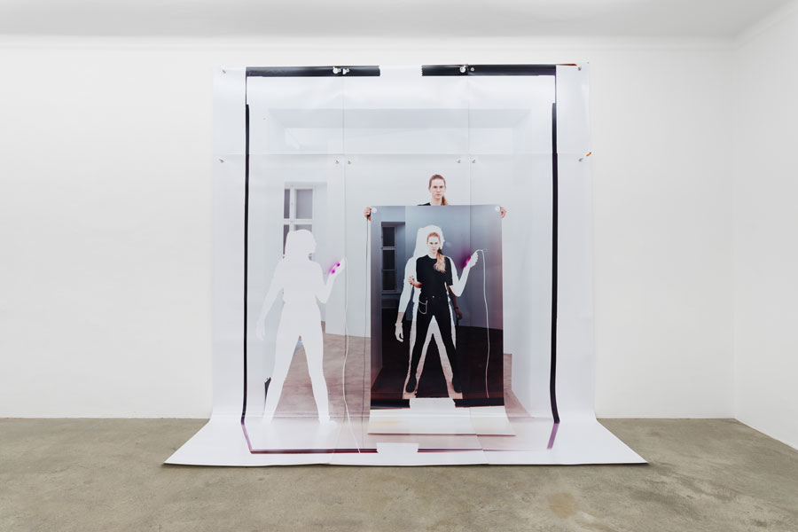 Sophie Thun, While Holding (passage Closed) (Y110,8M17,4D+59F8m18,142CA3T69,2b100l240), 2018, Fotografie: Maximilian Anelli-Monti © Sophie Thun, Courtesy The Artist And Sophie Tappeiner